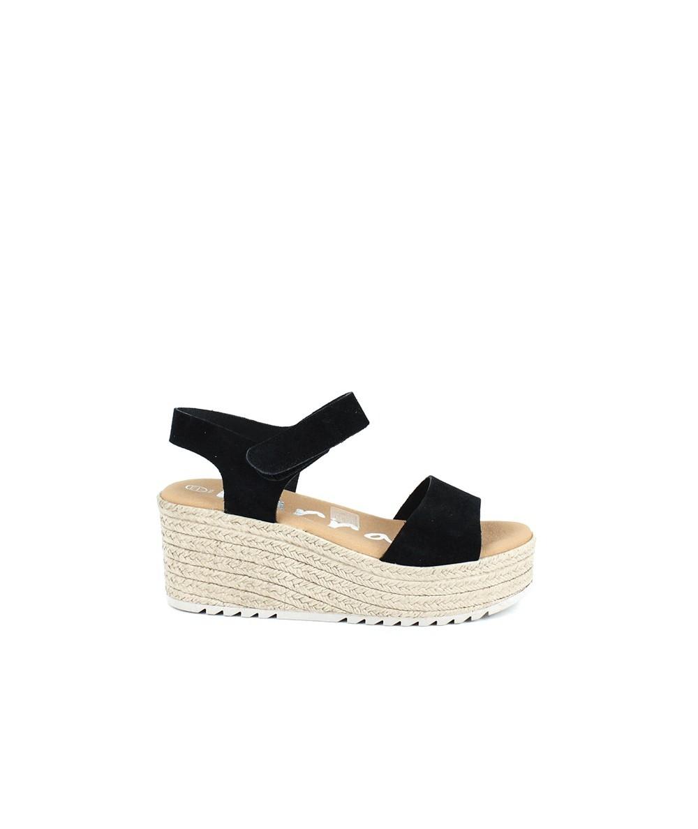 Sandalia negra con velcro