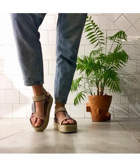 Sandalia tricolor de piel, las mejores sandalias en Loopo.